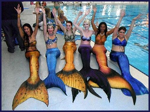 Девушки в русалочьих хвостов